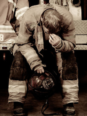 praying-firefighter-linda-grant
